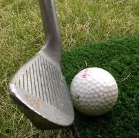 ゴルフでいやなショットのひとつ。それは「ダフリ」。これを打つと、次を打つのが怖くなる恐ろしいショット。さあどうする?