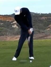 ゴルフ 懐が広いタイガーウッズのスイング写真